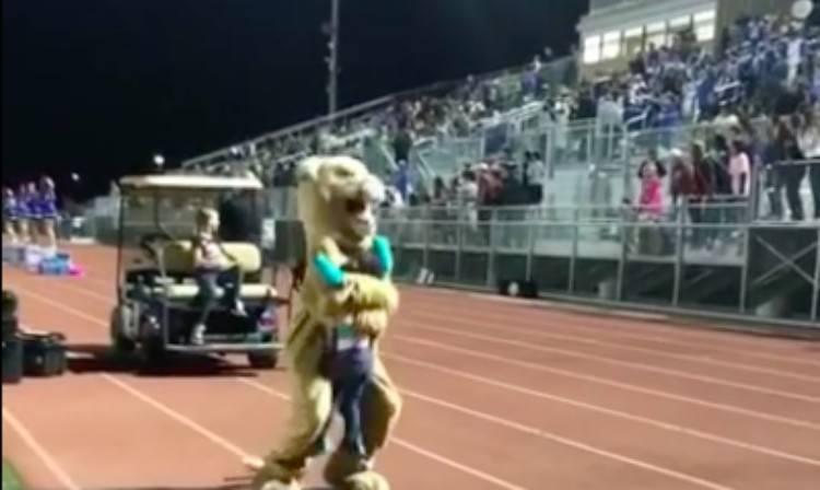 Anessah hugs a tiger mascot