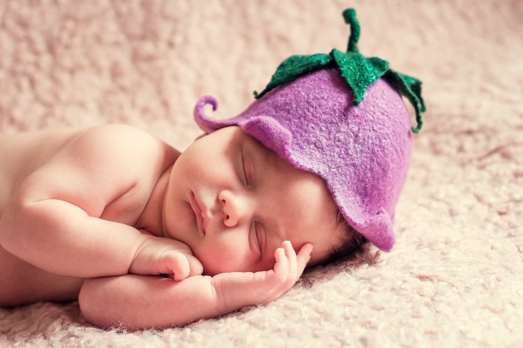 Newborn baby with flower hat