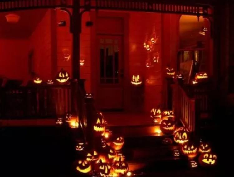 Front lawn with pumpkins.