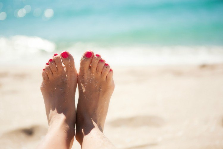 Pic of feet in the sand.